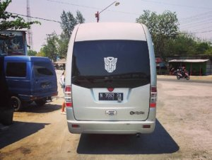 Mini bus de six personnes en indonésie