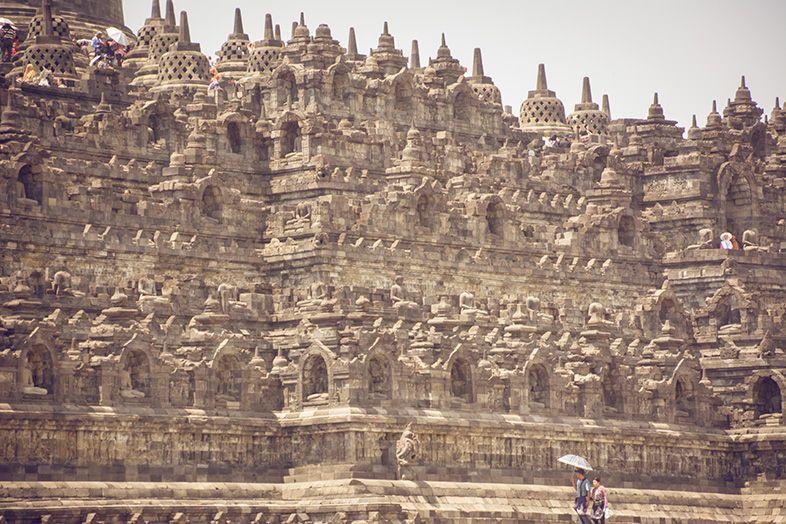 Zoom sur le temple Indonésien de Borobudur