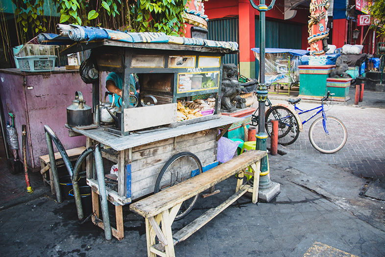 Cuisine ambulante en indonésie : le warung