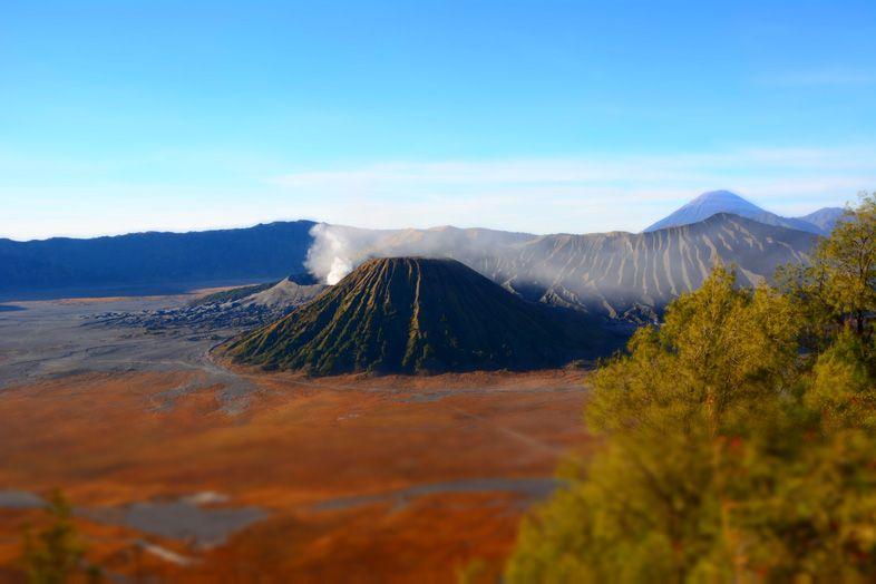 Les couleurs orangés du désert du Mont Bromo et du Mont Batok