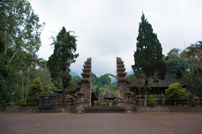 batukaru entre temple bali