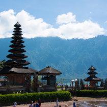 lac beratan et son temple touristes bali