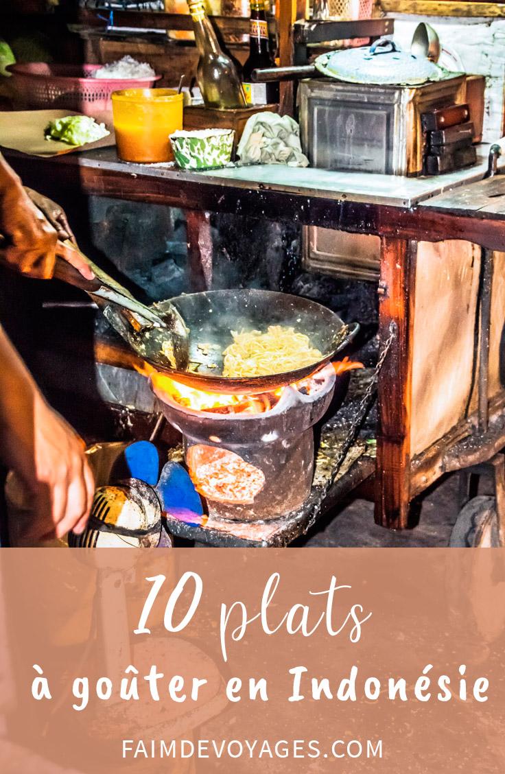 Monsieur Qui Prépare Le Nasi Goreng En Indonésie