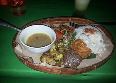 plat indonésien riz omelette légumes