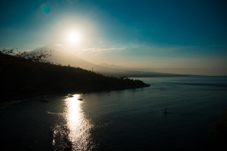 point-de-vue-depuis-amed-mont-agung-debut-coucher-de-soleil