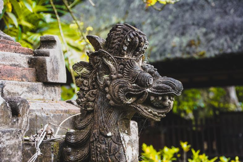 statue-bali-temple-batukaru