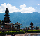 lac-beratan-et-son-temple-touristes-bali-vignette