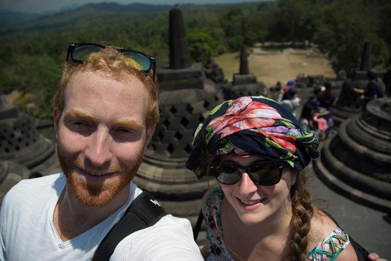 preparer son sac voyage indonesie chapeau