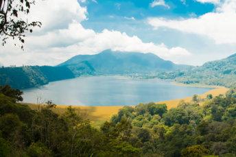 panorama-lacs-jumeaux-bali-indonesie-tambligan-buyan-postshow