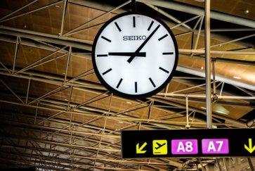 horloge aeroport de madrid escale buenos aires