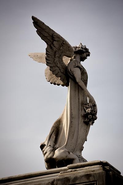 tombeau-ange-cimetiere-recoleta