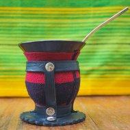 Mate et bombilla boisson traditionnelle Argentine couleurs salta