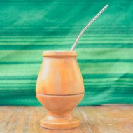 Mate et bombilla boisson traditionnelle Argentine en bois clair simple