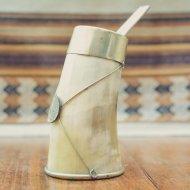 Mate et bombilla boisson traditionnelle Argentine en corne de taureau blanc