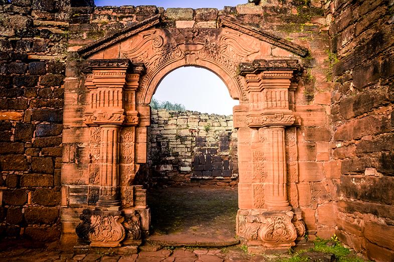 San-Ignacio-Misiones-Argentine-ruines-jesuites-porte-laterale-eglise