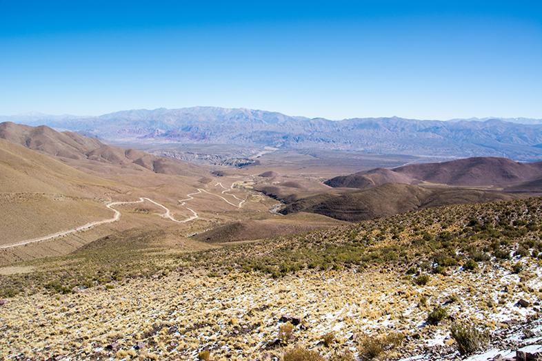 Hornocal montagne des 14 couleurs route pour acceder au point de vue
