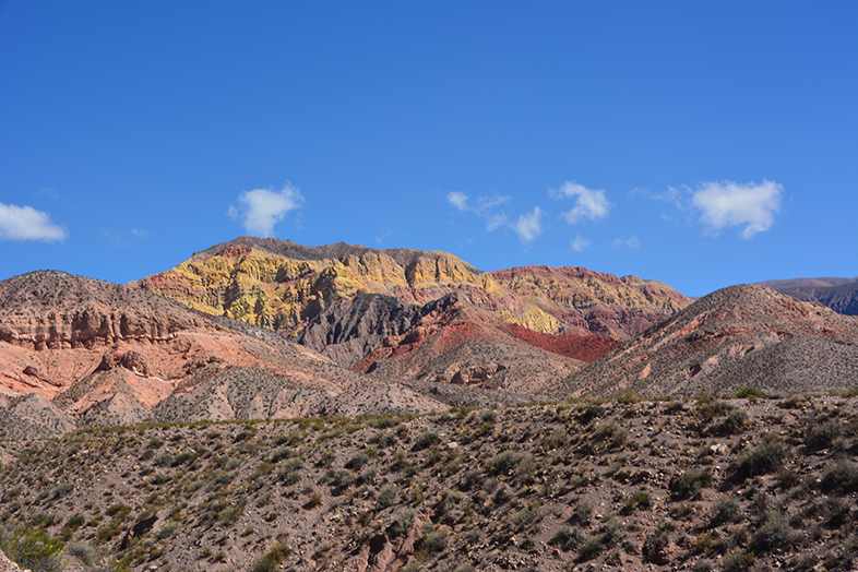 montagne coloree de Huacalera dans la quebrada de Humahuaca