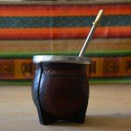 Mate et bombilla boisson traditionnelle Argentine classique en metal et cuir