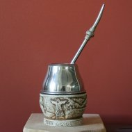Mate et bombilla boisson traditionnelle Argentine en metal et os
