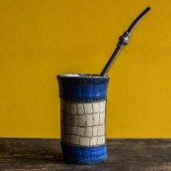 Mate et bombilla boisson traditionnelle Argentine mate en metal et cuir grave forme tour