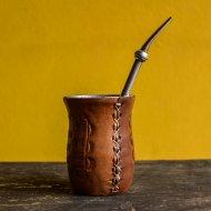 Mate et bombilla boisson traditionnelle Argentinemate en inox et cuir grave