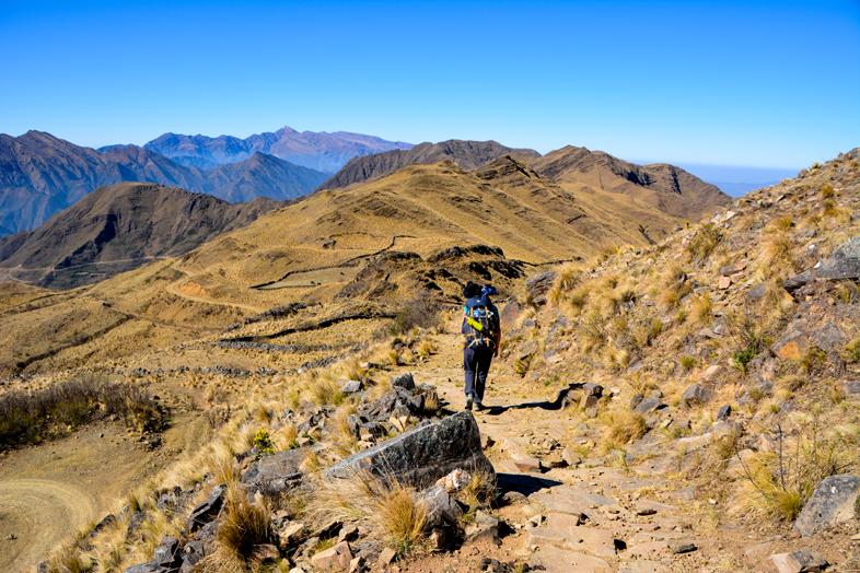 Cécilia sur le chemin de l'Inca en Argentine pendant la randonnée