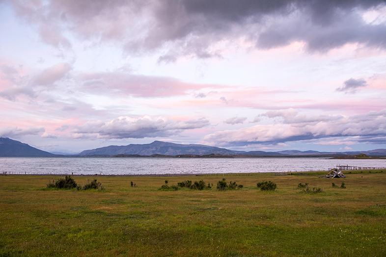 volontariat workaway puerto natales chili patagonie ciel colore sur la baie