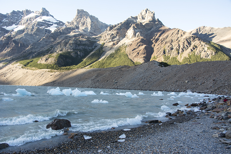 El Chalten trekking randonnee Laguna Torre Cerro Torre icebergs tempanos lagune Argentine