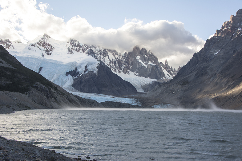 El Chalten trekking randonnee Laguna Torre Cerro Torre rafales de vent sur lagune Argentine