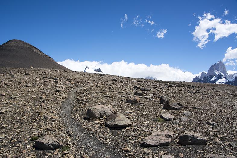 El Chalten trekking randonnee Loma del Pliegue Tombado chemin sentier vers le sommet Argentine