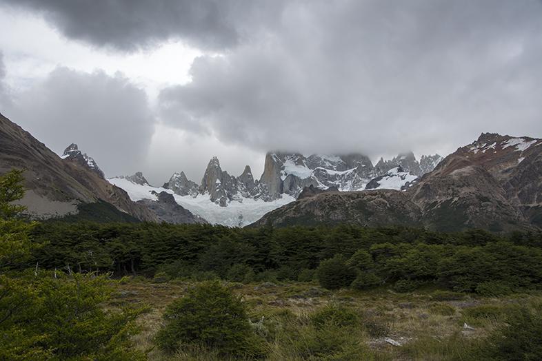 El Chalten trekking randonnee Mont Fitz Roy sous les nuages en Argentine