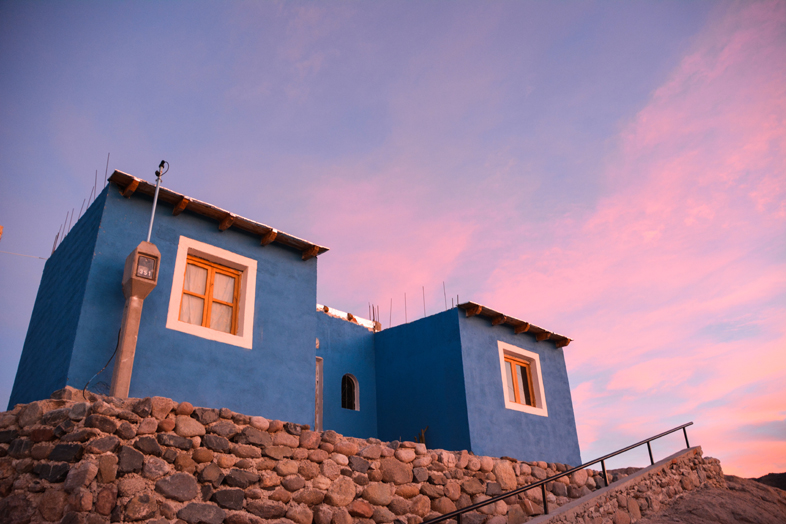 Roadtrip Salta Argentine boucle sud village angastaco route 40 ciel colore maison bleue