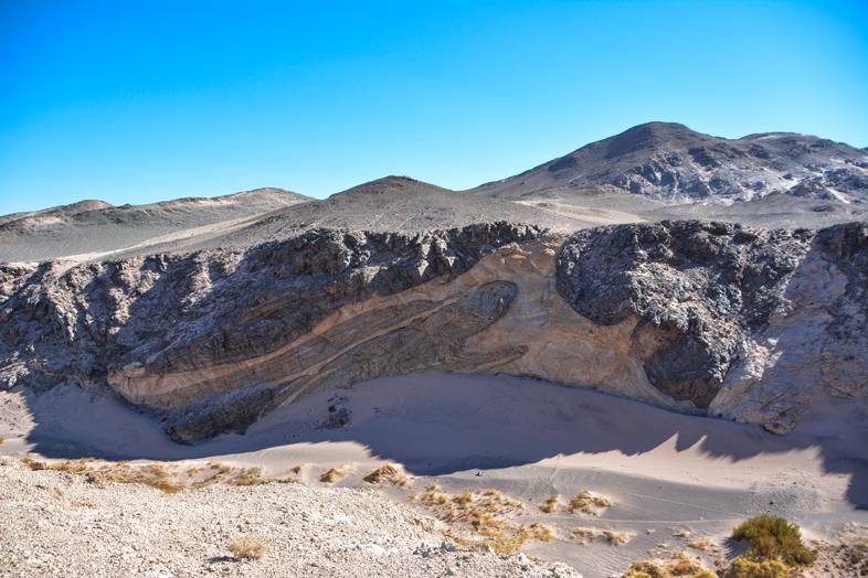 Coulée de lave durcie dans les montagnes d'Antofagasta de la Sierra