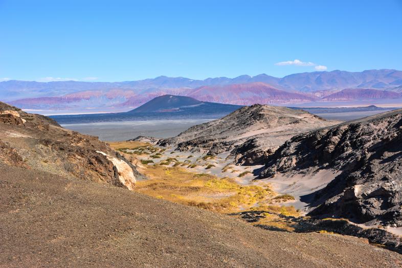 Vue sur les volcans et montagnes colorées d'Antogasta de la Sierra