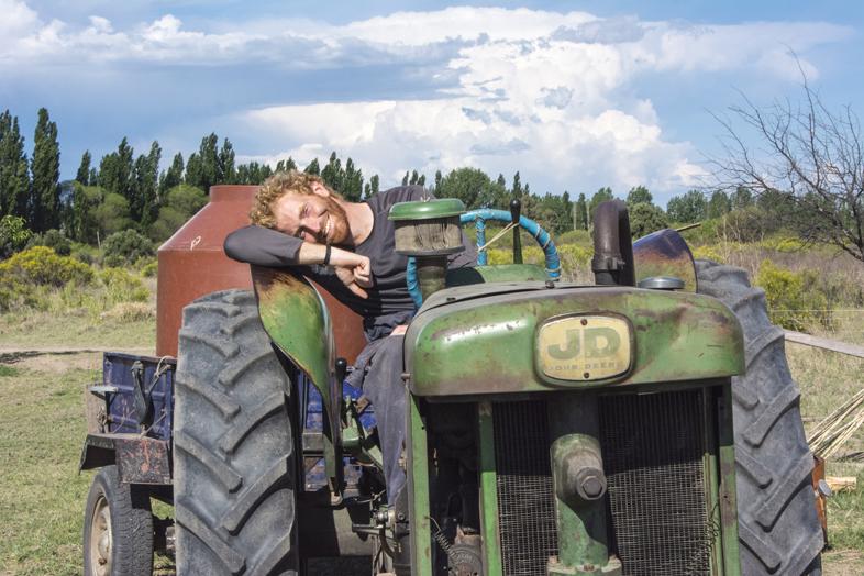 Wwoofing volontariat San Rafael Mendoza Argentine viticole vigne tim tracteur pose