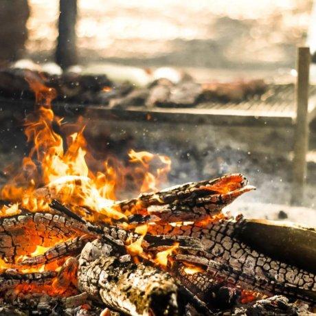 asado argentin barbecue feu cordero al palo parilla cuisson preparation postshow 1
