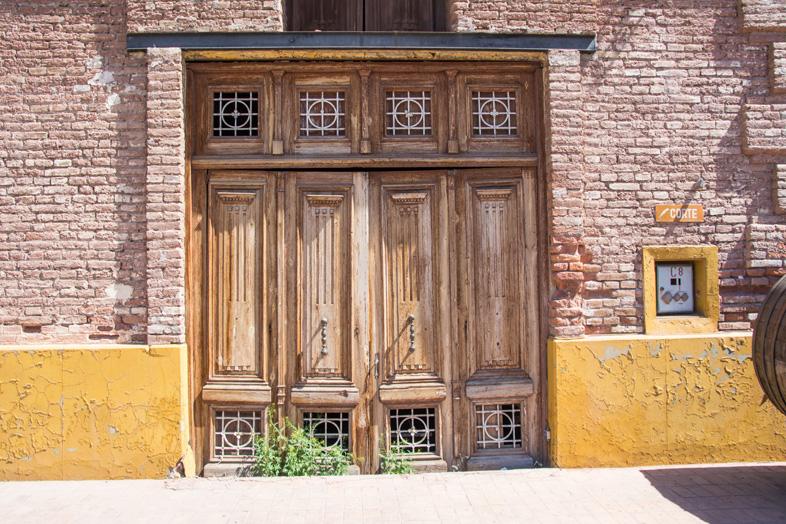 Mendoza-porte-bodega-Giol-une-des-plus-anciennes-de-la-ville-de-Mendoza