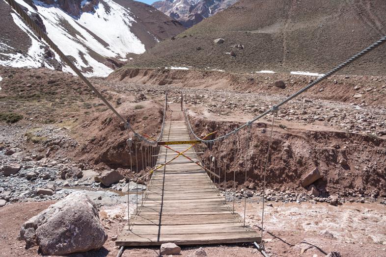 Mendoza visiter montagne Aconcagua Argentine cordillere andes fin du sentier pont suspendu parc provincial