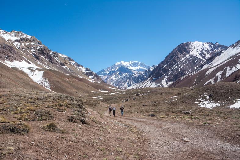 Mendoza-visiter-montagne-Aconcagua-Argentine-cordillere-andes-sentier-de-randonnee-parc-provincial-aconcagua
