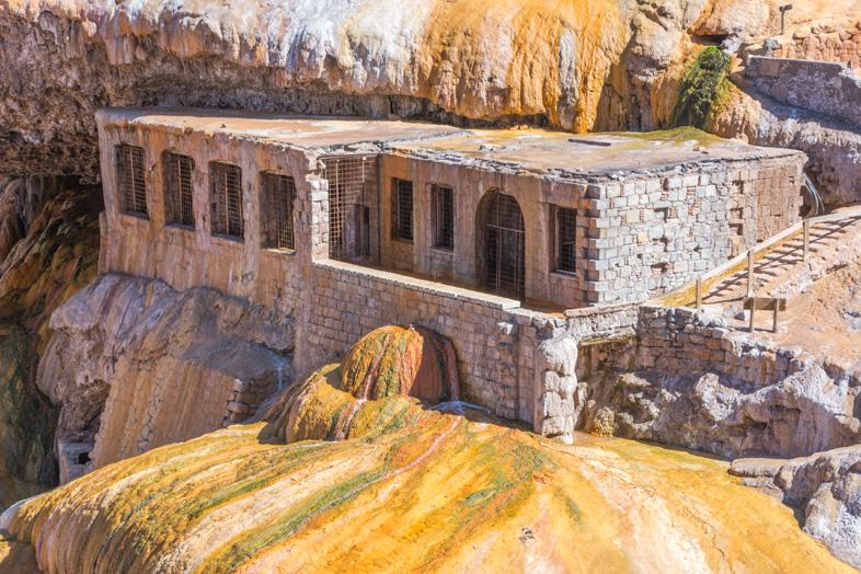 Mendoza-visiter-montagne-Aconcagua-Argentine-cordillere-andes-thermes-du-pont-inca-soufre-eau-sulfureuse-jaune