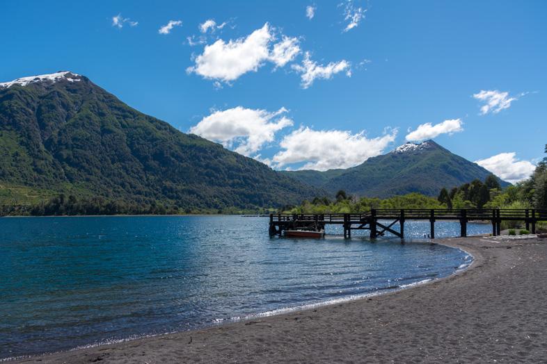 ponton sur le lac Huechulafquen dans le parc national Lanin en Argentine