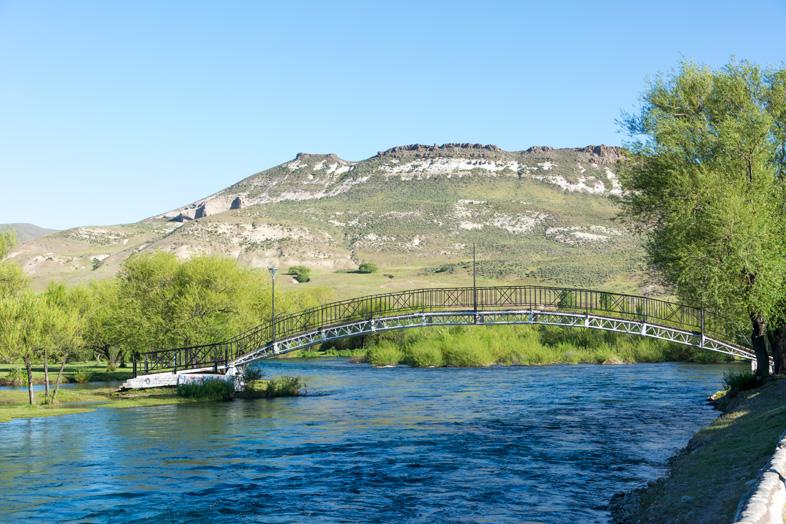 Pont dans la ville Junin de los Andes en Argentine