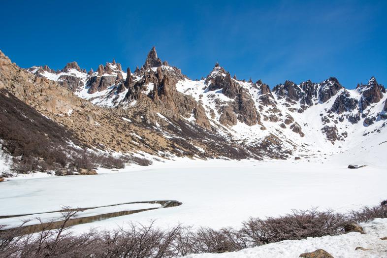 Refuge-Frey-randonnee-trekking-bariloche-argentine-vue-sur-les-montagnes-depuis-le-refuge