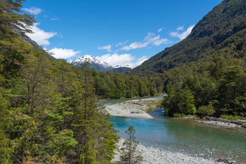 montagne-sur-riviere-turquoise-cajon-del-azul-el-bolson-randonnee-trekking-argentine