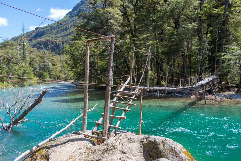 pont-sur-la-riviere-turquoise-cajon-del-azul-el-bolson-randonnee-trekking-argentine