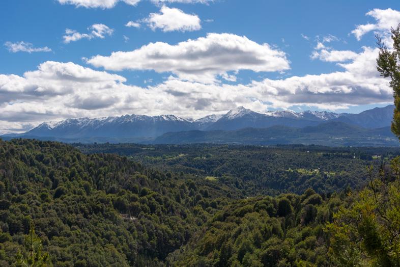vue-sur-la-ville-cajon-del-azul-el-bolson-randonnee-trekking-argentine