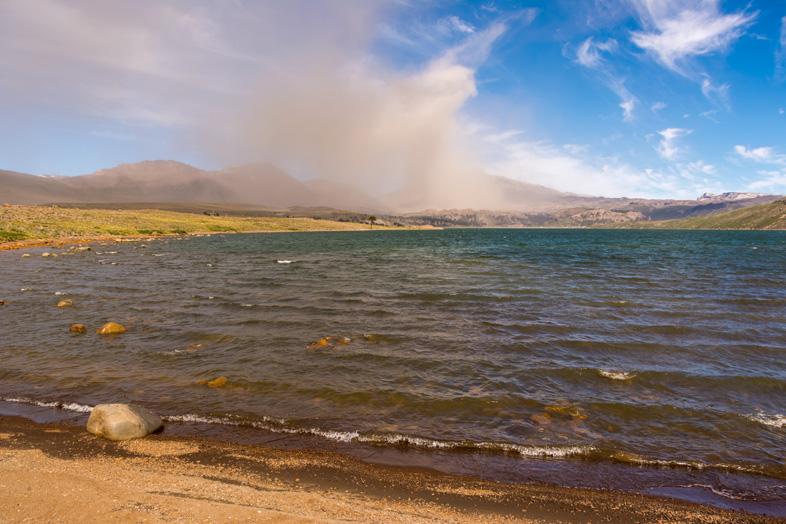lac-caviahue-copahue-argentine-nuage-cendres-volcan