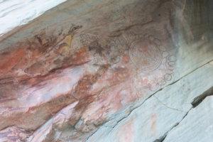 peintures rupestres de cercles concentriques dans le Cerro del Indio près du Lago Posadas en Argentine