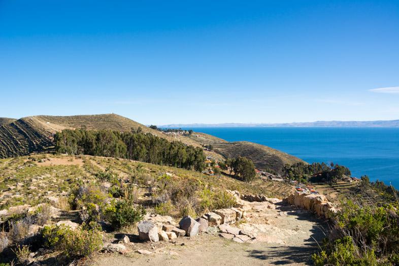 chemin vers le village de yumani lac titicaca bolivie isla del sol