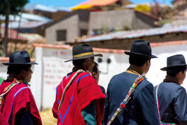 hommes vetements traditionnels bolivie pour anniversaire college isla del sol lac titicaca